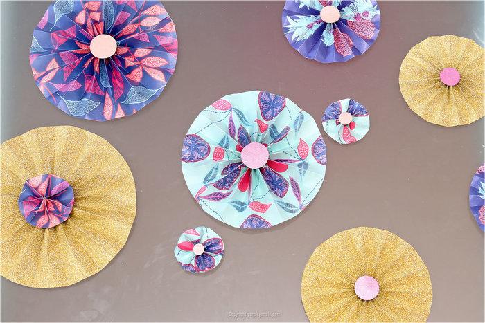 DIY : une déco murale de rosaces en papier- Fixer les rosaces