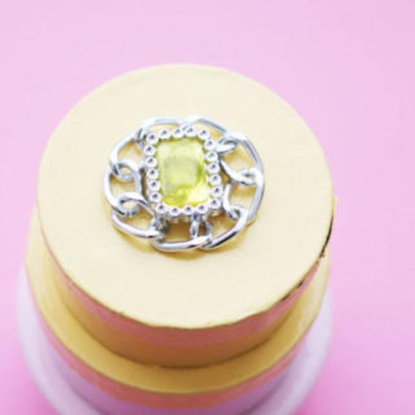 Une boite à bijoux graphique et chic- bague coupé pour décorer