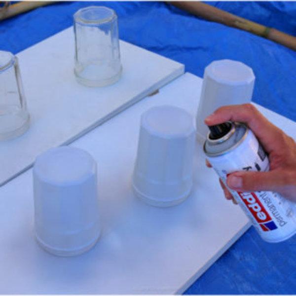 DIY couleurs et senteurs : un mur de plantes aromatiques- Peindre les pots en verre