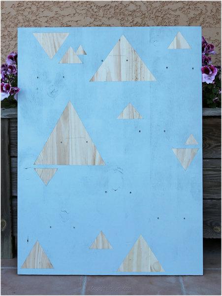 DIY couleurs et senteurs : un mur de plantes aromatiques- Peindre et décorer le panneau en bois