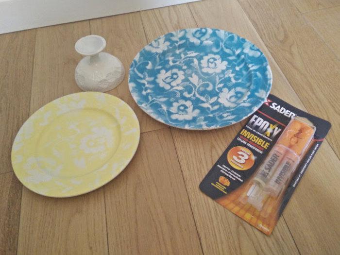 Vaisselle décorée avec de la dentelle et de la peinture en spray- Coller le présentoir ensemble