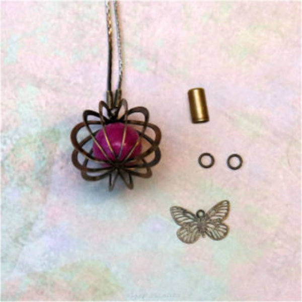 DIY : un sautoir printanier- Fixer le pendentif boule