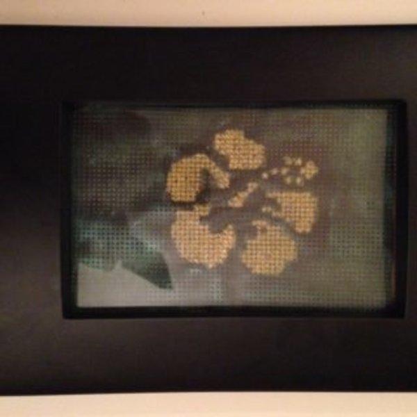 Cadre de déco à partir d'un rideau pare-soleil et d'un cadre photo- Peindre le support de point de croix