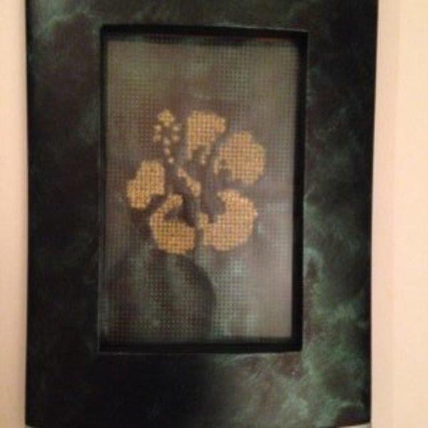 Cadre de déco à partir d'un rideau pare-soleil et d'un cadre photo- Peindre le cadre photo