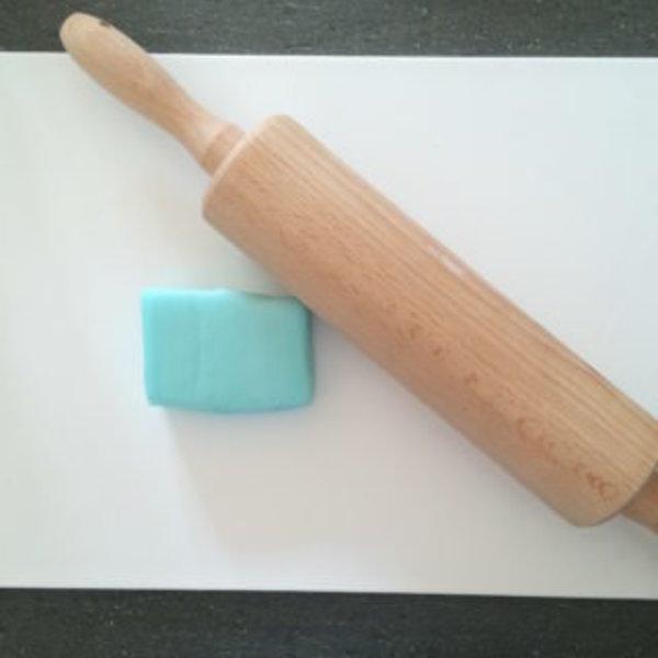 Décoration gâteau Reine des neiges anniversaire express- Poser la glace bleue