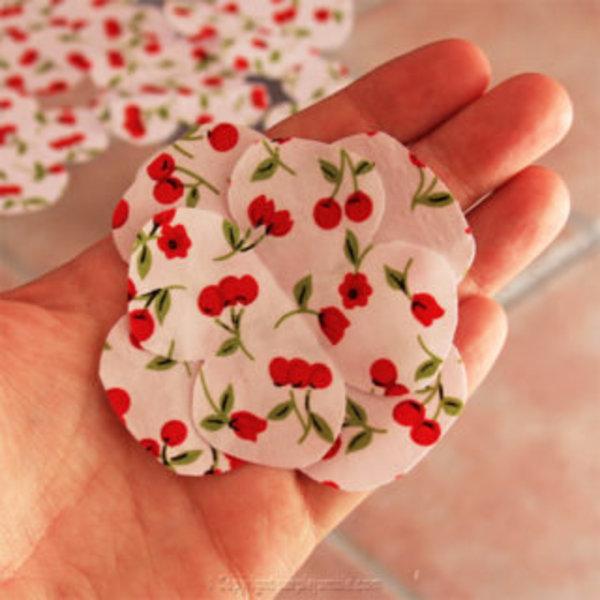 DIY : un serre-tête fleuri et gourmand- Fabriquer des fleurs en tissu