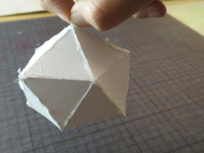 Une lampe en carton recyclé- Préparer le design de l'abat-jour