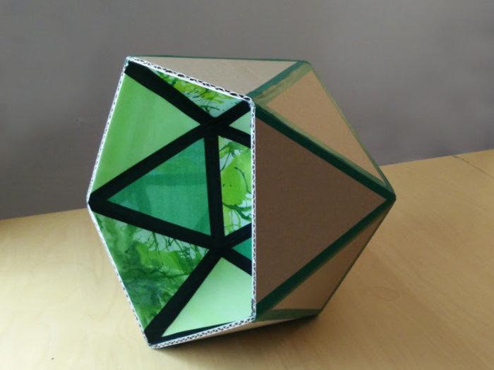 Une lampe en carton recyclé- La finition