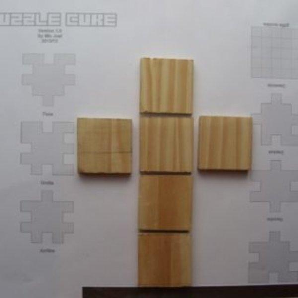 Puzzle Cube en bois- découpage en carrés