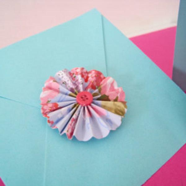 Une carte girly hand made pour la fête des mères- Coller
