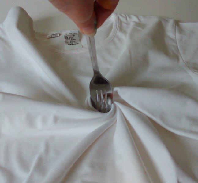 """Un t-shirt """"Tie & Dye"""" pour la plus belle des mamans- Le pliage"""
