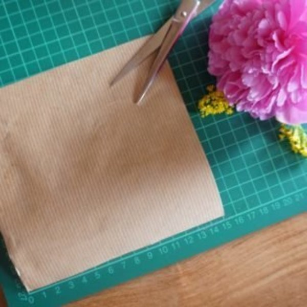 DIY : Une guirlande de fleurs pour les mamans qui déchirent !- Les cornets