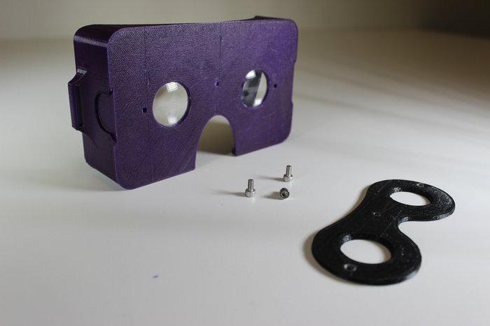 Lunettes de réalité virtuelle- Vissage du bloque-lentilles sur le support principal
