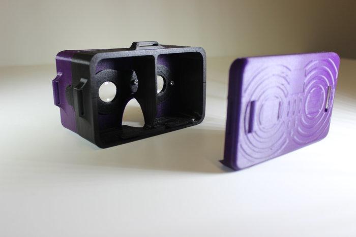 Lunettes de réalité virtuelle- Emboîtement de la facade sur le support secondaire
