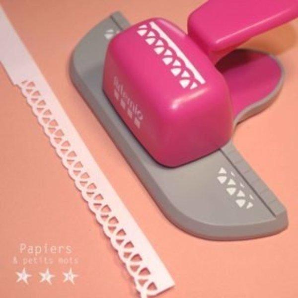 Un marque-page vitaminé flamant-rose!- Découper la forme du marque-page