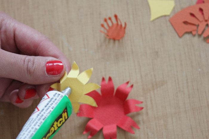 Carte fleurie en papier- COLLER NOS FLEURS