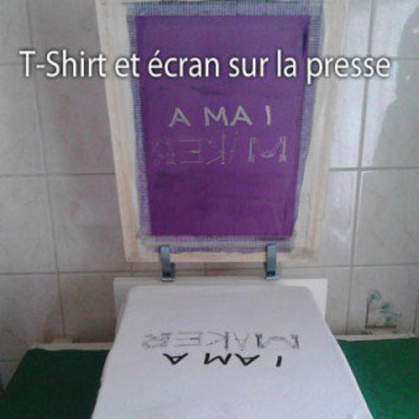 Impression de T-Shirt I Am a Maker- Application de l'encre sur l'écran