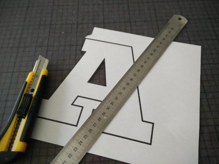 Lettres en rouleaux de papier toilette- Découpez les lettres