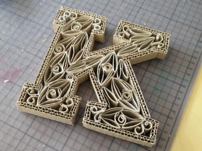 Lettres en rouleaux de papier toilette- La décoration