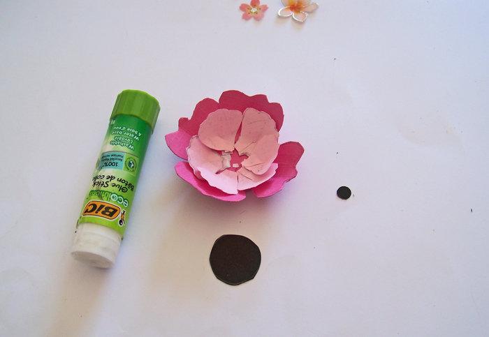 Les fleurs en papier s 'encadrent !- Découpage des fleurs