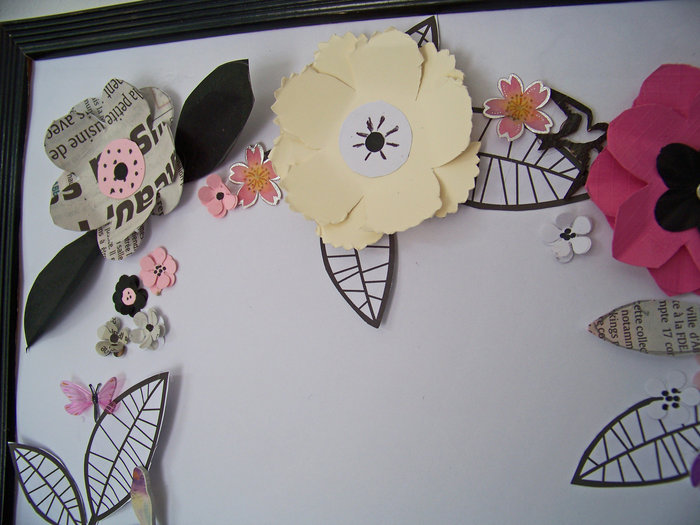 Les fleurs en papier s 'encadrent !- Le collage final
