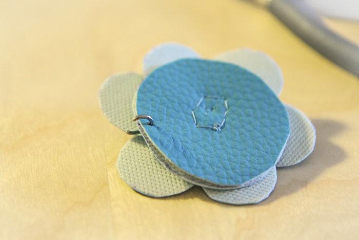 Headband Fleur Bleue- Assemblage breloques, chaîne et fleur