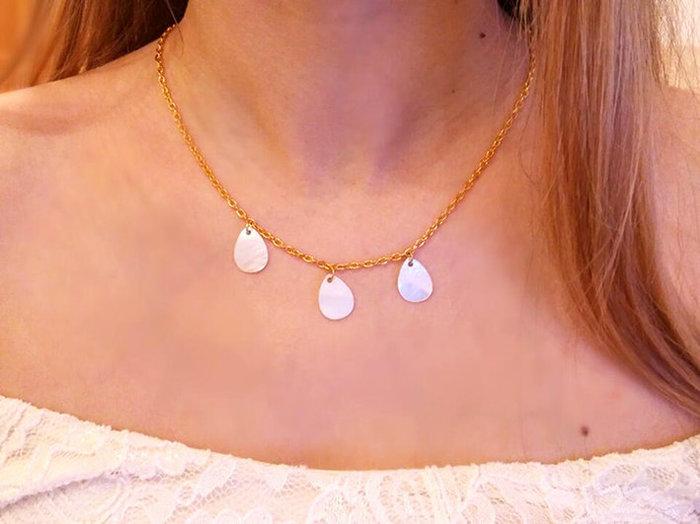 Chic ! Un collier de dos pour l'été- Le porter 😉