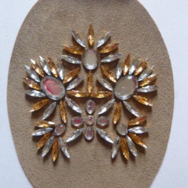 Serre-tête étincelant et vintage pour un mariage- Faire des essais de placements des pierres