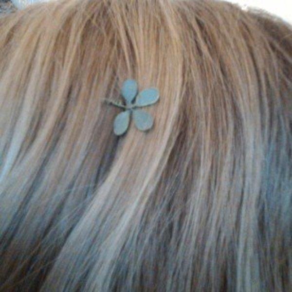 Une fleur dans les cheveux- Apprécier le travail fini