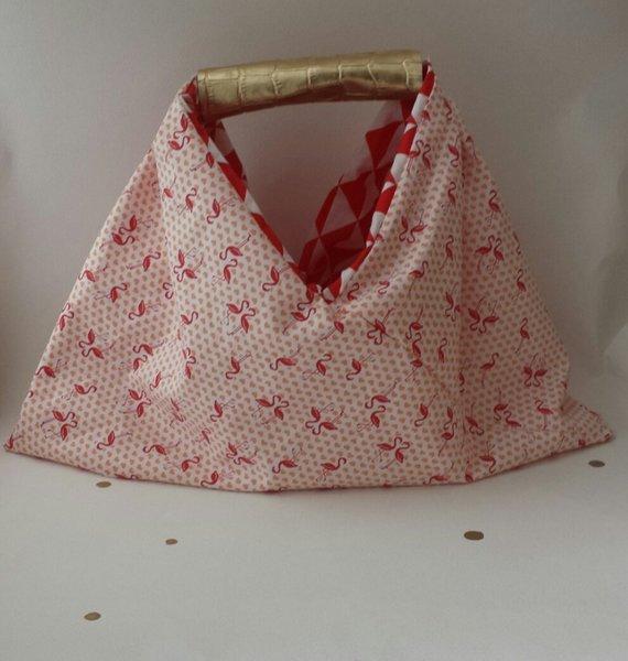 Ce sac réversible sera l'accessoire de votre été !! Ethnique, vintage, changez au gré de vos envies !- Finitions
