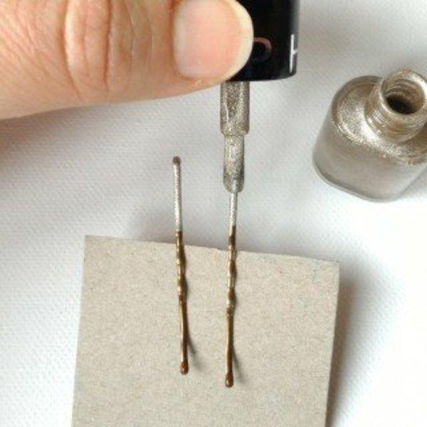 customiser des pinces à cheveux- mettre le vernis