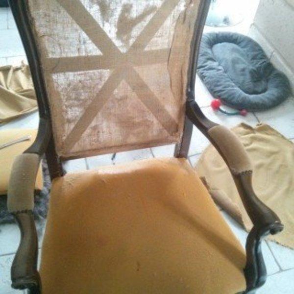 Rénovation d'un vieux fauteuil Voltaire- Enlever le tissus et la mousse
