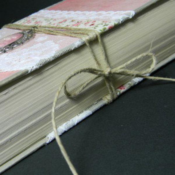 Livre creusé porte-alliances vintage- Fermeture du livre