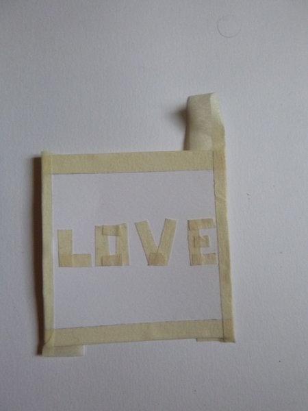 Créer des petites cartes colorées et personnalisées avec du vernis à ongles !- Trouver le motif de votre carte et le reproduire à l'aide du scotch