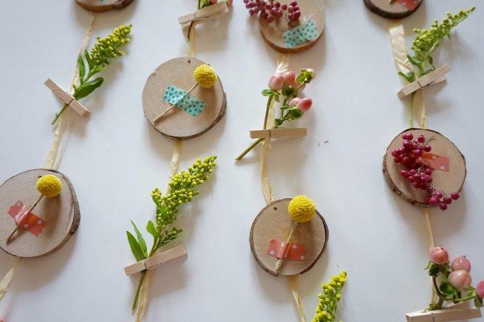 DIY : Décoration murale fleurie- Fixation des fleurs