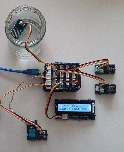 Serre automatisée pour orchidées- Le câblage du montage installé dans la serre