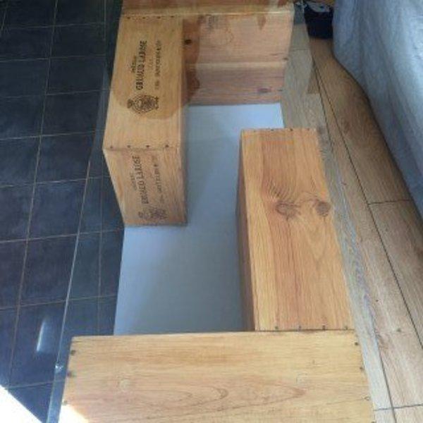 Table basse à partir de caisses à vin- Fixation de la vitre en verre