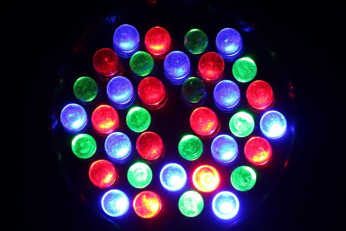 Lyre à LED de spectacle radiocommandé- Le projecteur