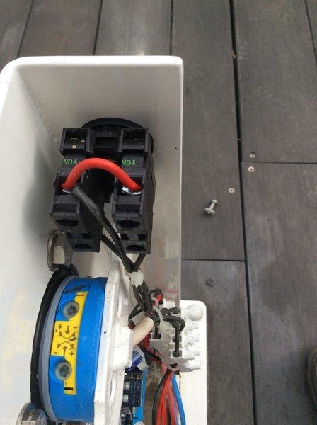 Ouverture/Fermeture automatique de volet roulant de piscine- Installation et tests in situ