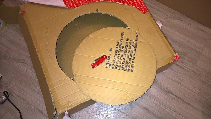 Que faire des cartons et autres emballages cadeaux- Le design du meuble en carton
