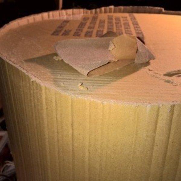 Que faire des cartons et autres emballages cadeaux- Poncer le carton