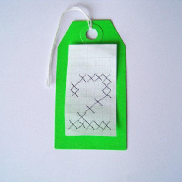 Des étiquettes brodées pour célébrer la nouvelle année- Modèle sur papier