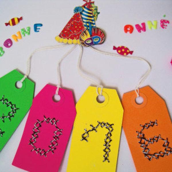 Des étiquettes brodées pour célébrer la nouvelle année- Aligner les étiquettes