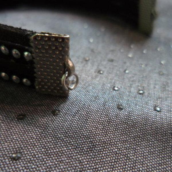 Bracelet noir et scintillant pour une tenue de fêtes parfaite!- Fixer les anneaux ouverts et le fermoir mousqueton
