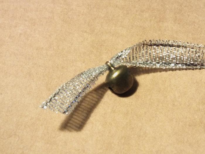 Un petit bijoux de sac ultra facile !- Attacher la pampille à l'épingle à nourrice