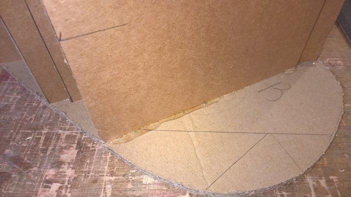 Pouf en carton en forme de coeur pour les grands et les petits- La structure intérieure du pouf
