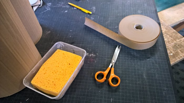Pouf en carton en forme de coeur pour les grands et les petits- Le positionnement des bandes de craft