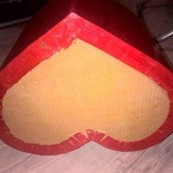 Pouf en carton en forme de coeur pour les grands et les petits- L'enrobage du pouf en carton au papier népalais