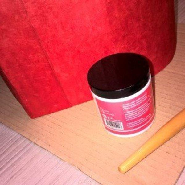 Pouf en carton en forme de coeur pour les grands et les petits- la finition au vernis colle