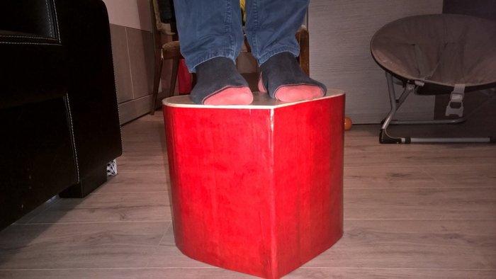 Pouf en carton en forme de coeur pour les grands et les petits- Teste de résistance du pouf en carton